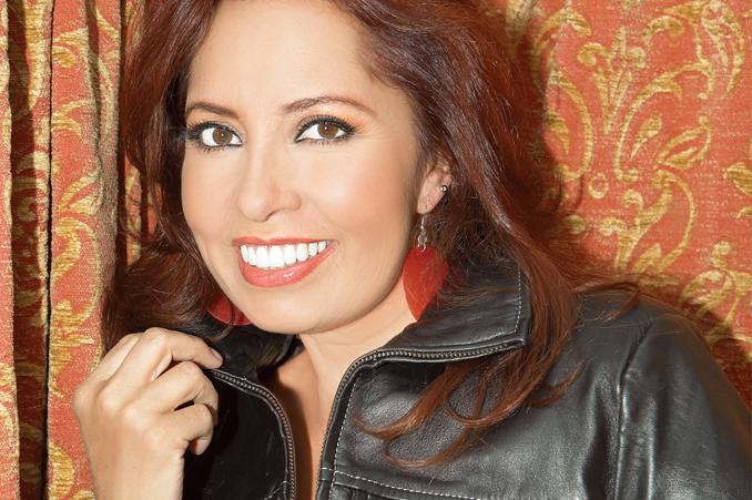 Carla Estrada es licenciada en comunicación egresada de la ...
