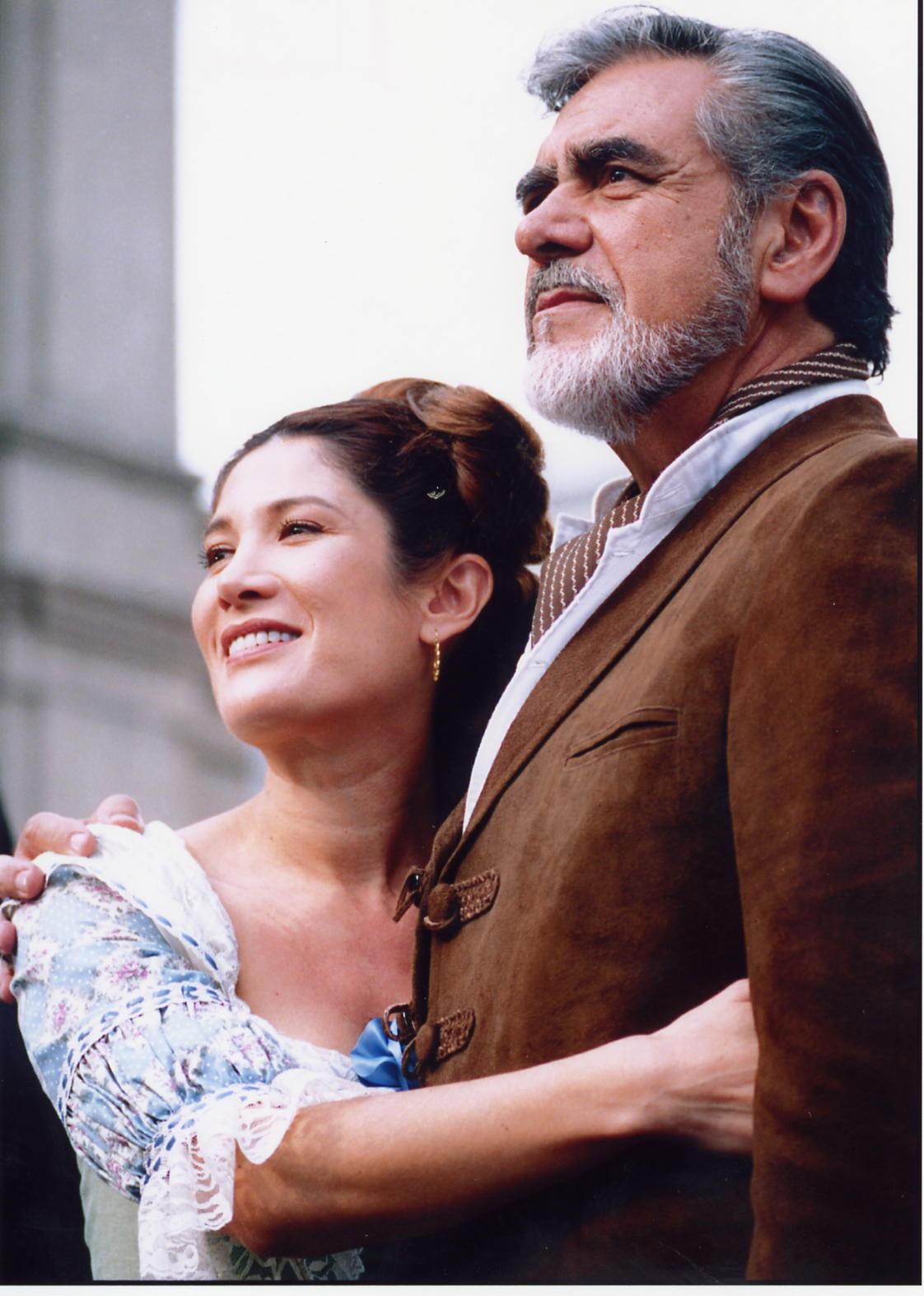 Olivia Bucio Y Eric Del Castillo Carla Estrada